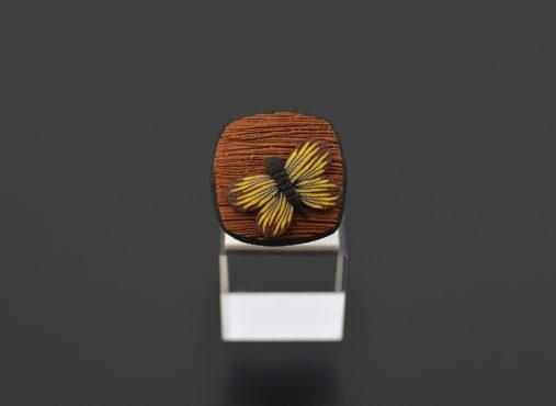 unikatni-prstan-leseni-videz-rumeni-metulj - Unika Nakit