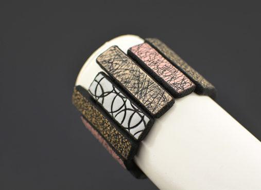 ročno izdelana unikatna zapestnica bež roza siva - unikanakit.si