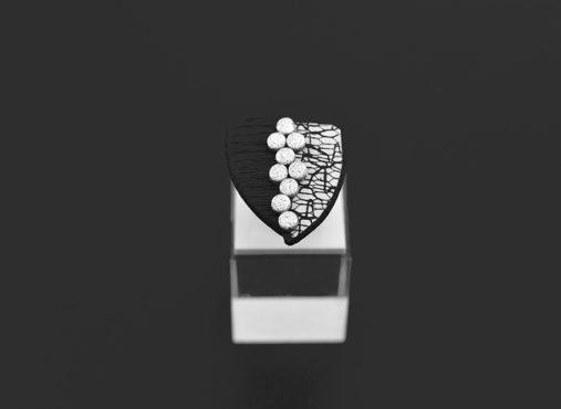 unikaten črno beli srebrni prstan - Neos - Unika Nakit