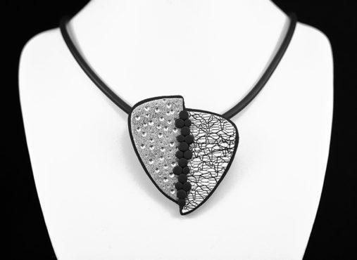 unikatna črno bela srebrna verižica - Unika Nakit